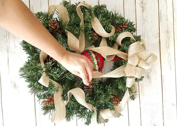 DIY Burlap Christmas Wreath 11
