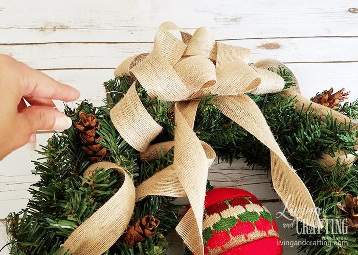 DIY Burlap Christmas Wreath 13