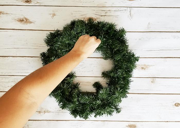 DIY Burlap Christmas Wreath 2