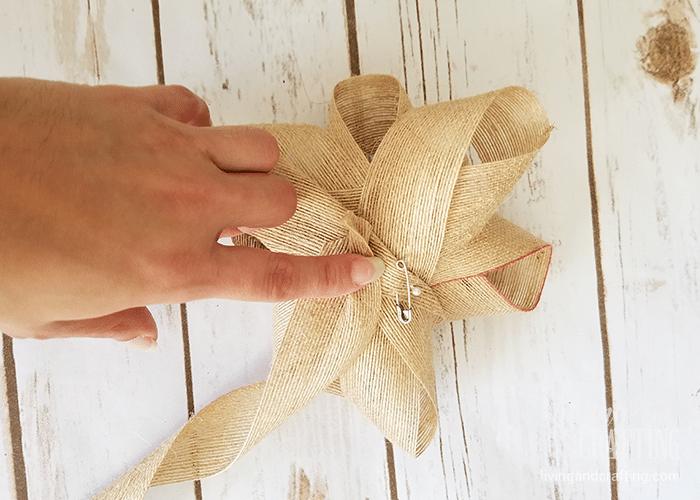 DIY Burlap Christmas Wreath 7