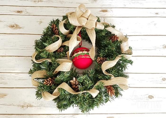DIY Burlap Christmas Wreath 9