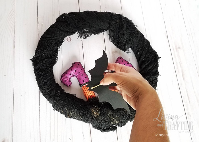 Easy Halloween Witch Wreath 8